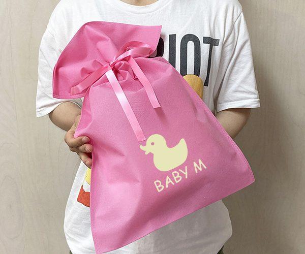 ギフト ギフトラッピング ベビー 雑貨 アパレル 可愛い ピンク 簡単ラッピング リボン 名入れ ロゴ